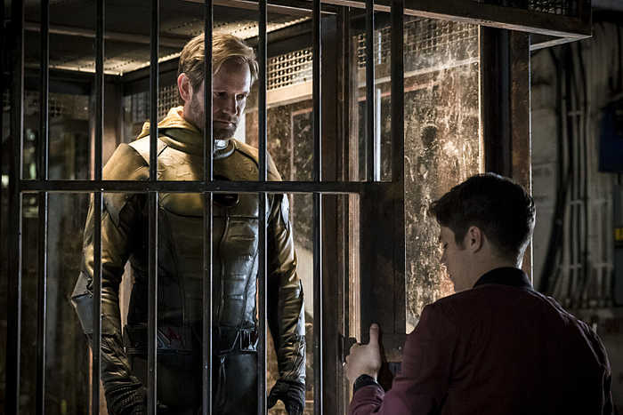 "The Flash -- "" Flashpoint"" -- Image: FLA301b_0144b.jpg -- Pictured (L-R): Matthew Letscher as Eobard Thawne and Grant Gustin as Barry Allen -- Photo: Katie Yu/The CW -- © 2016 The CW Network, LLC. All rights reserved."