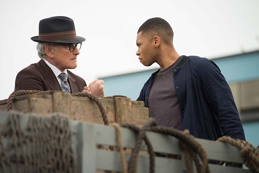 "DC's Legends of Tomorrow -- ""Out of Time""-- Image LGN201A_0091.jpg Pictured (L-R): Victor Garber as Professor Martin Stein and Franz Drameh as Jefferson ""Jax"" Jackson -- Photo: Diyah Pera/The CW -- Ì?å© 2016 The CW Network, LLC. All Rights Reserved."