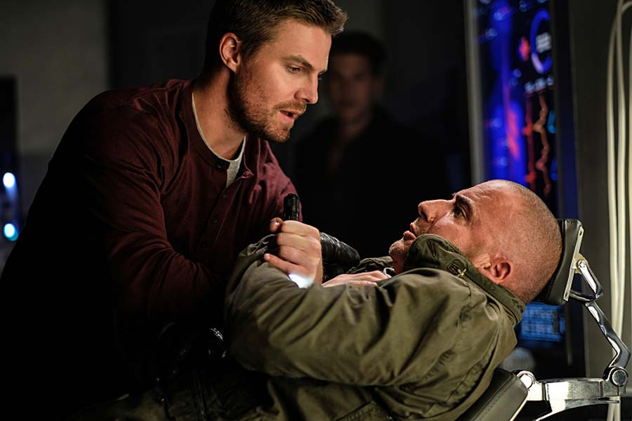 "DC's Legends of Tomorrow --""Out Of Time""-- Image LGN201b_0023.jpg Pictured (L-R): Stephen Amell as Oliver Queen and Dominic Purcell as Mick Rory/Heat Wave -- Photo: Robert Falconer/The CW -- Ì?å© 2016 The CW Network, LLC. All Rights Reserved."