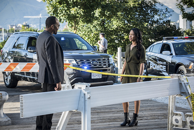 "The Flash -- ""Paradox"" -- Image: FLA302a_0140b.jpg -- Pictured (L-R): Jesse L. Martin as Detective Joe West and Candice Patton as Iris West -- Photo: Dean Buscher/The CW -- © 2016 The CW Network, LLC. All rights reserved."