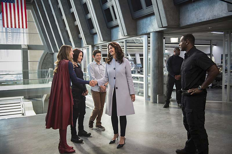 "Supergirl -- ""Welcome to Earth"" -- Image SPG203c_0028 -- Pictured (L-R): Melissa Benoist as Kara/Supergirl, Chyler Leigh as Alex Danvers, Jeremy Jordan as Winn Schott, Lynda Carter as President Olivia Marsdin, and David Harewood as Hank Henshaw -- Photo: Diyah Pera/The CW -- Ì?å© 2016 The CW Network, LLC. All Rights Reserved"