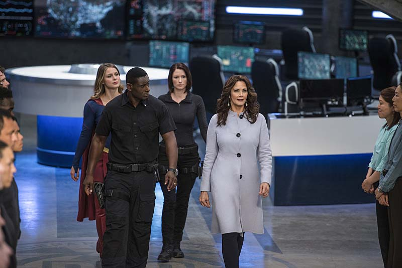 "Supergirl -- ""Welcome to Earth"" -- Image SPG203c_0198 -- Pictured (L-R): Melissa Benoist as Kara/Supergirl, David Harewood as Hank Henshaw, Chyler Leigh as Alex Danvers, and Lynda Carter as President Olivia Marsdin -- Photo: Diyah Pera/The CW -- Ì?å© 2016 The CW Network, LLC. All Rights Reserved"