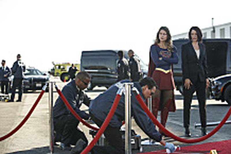 "Supergirl -- ""Welcome to Earth"" -- Image SPG203b_0125 -- Pictured (L-R): Melissa Benoist as Kara/Supergirl and Chyler Leigh as Alex Danvers -- Photo: Bettina Strauss/The CW -- Ì?å© 2016 The CW Network, LLC. All Rights Reserved"
