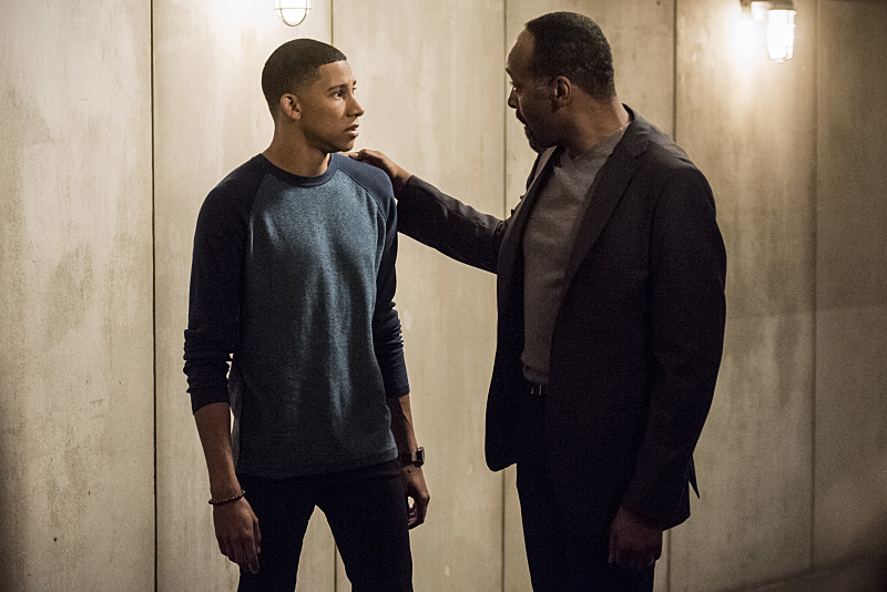 """The Flash -- """"Magenta"""" -- Image: FLA303a_0003b.jpg -- Pictured (L-R): Keiynan Lonsdale as Wally West and Jesse L. Martin as Detective Joe West -- Photo: Dean Buscher/The CW -- © 2016 The CW Network, LLC. All rights reserved."""