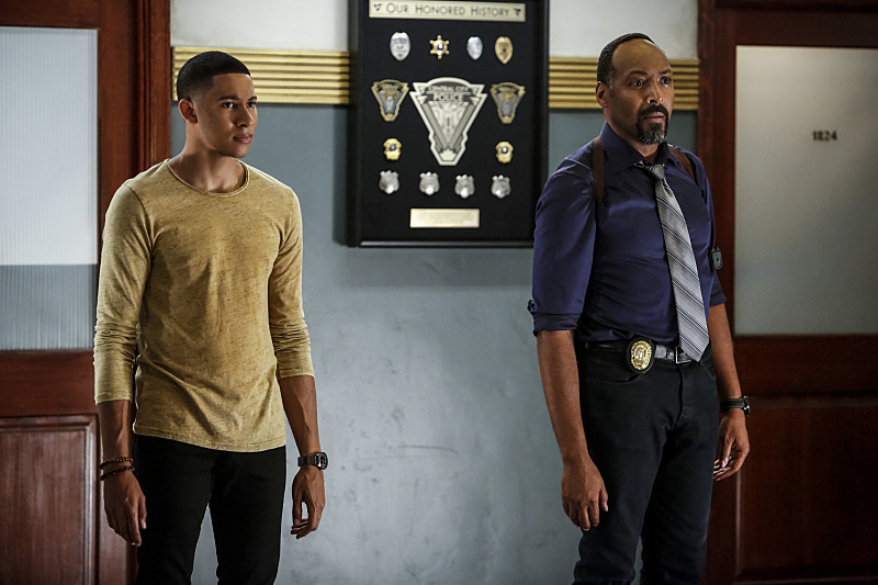 """The Flash -- """"Magenta"""" -- Image FLA303b_0299b.jpg -- Pictured (L-R): Keiynan Lonsdale as Wally West and Jesse L. Martin as Detective Joe West -- Photo: Bettina Strauss/The CW -- © 2016 The CW Network, LLC. All rights reserved."""