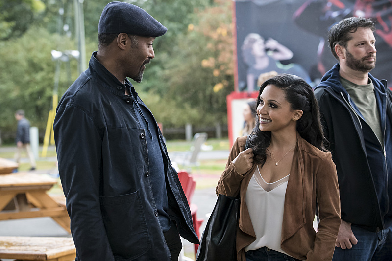 "The Flash -- ""Shade"" -- Image FLA306a_0002b.jpg -- Pictured (L-R): Jesse L. Martin as Detective Joe West and Danielle Nicolet as D.A. Cecile Horton -- Photo: Katie Yu/The CW -- © 2016 The CW Network, LLC. All rights reserved."