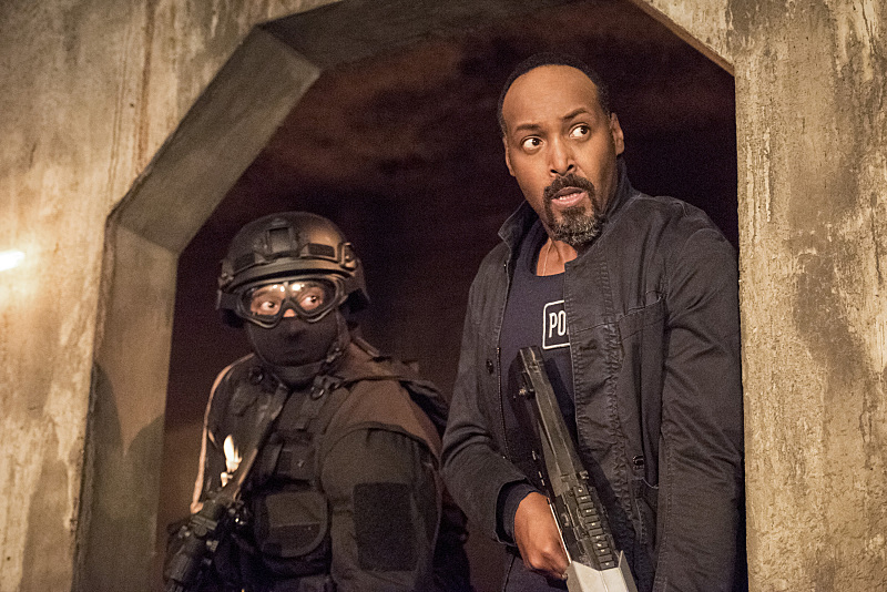 "The Flash -- ""Shade"" -- Image FLA306b_0260b.jpg -- Pictured: Jesse L. Martin as Detective Joe West -- Photo: Dean Buscher/The CW -- © 2016 The CW Network, LLC. All rights reserved."