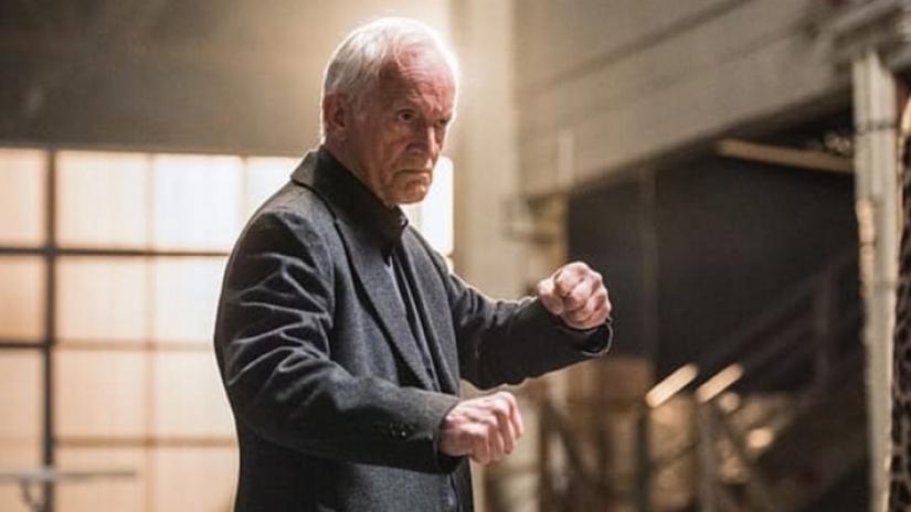 legends-of-tomorrow-season-2-episode-5-lance-henriksen