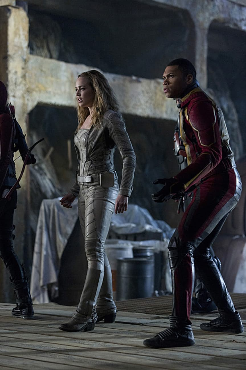 "The Flash -- ""Invasion!"" -- Image FLA308a_0399b.jpg -- Pictured (L-R): Caity Lotz as Sara Lance/White Canary and Franz Drameh as Jefferson ""Jax"" Jackson -- Photo: Michael Courtney/The CW -- © 2016 The CW Network, LLC. All rights reserved."