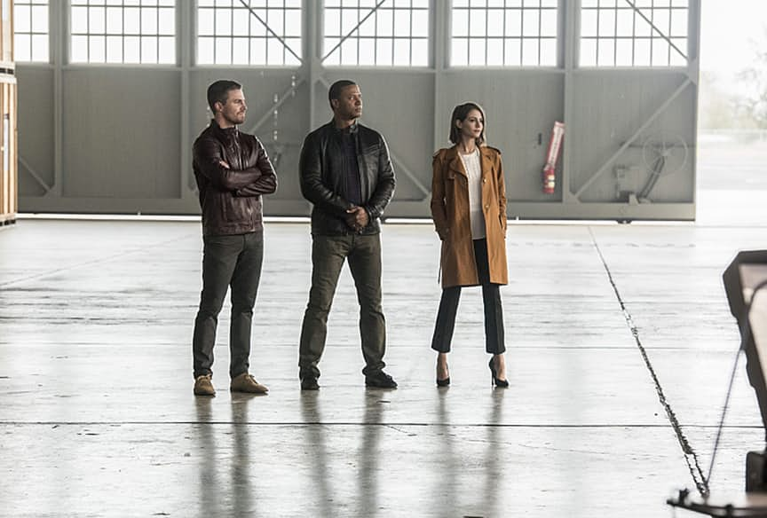 "The Flash -- ""Invasion!"" -- Image FLA308b_0080b.jpg -- Pictured: Stephen Amell as Oliver Queen, David Ramsey as John Diggle and Willa Holland as Thea Queen -- Photo: Dean Buscher/The CW -- © 2016 The CW Network, LLC. All rights reserved."