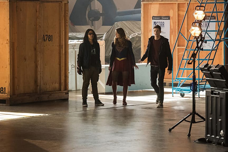 "The Flash -- ""Invasion!"" -- Image FLA308b_0162.jpg -- Pictured (L-R) Carlos Valdes as Cisco Ramon, Melissa Benoist as Kara/Supergirl and Grant Gustin as Barry Allen -- Photo: Dean Buscher/The CW -- © 2016 The CW Network, LLC. All rights reserved"