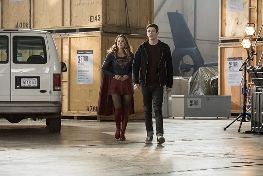 "The Flash -- ""Invasion!"" -- Image FLA308b_0234b.jpg -- Pictured (L-R): Melissa Benoist as Kara/Supergirl and Grant Gustin as Barry Allen -- Photo: Dean Buscher/The CW -- © 2016 The CW Network, LLC. All rights reserved."