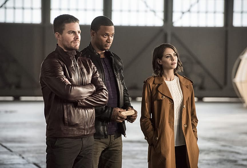 "The Flash -- ""Invasion!"" -- Image FLA308b_0451b.jpg -- Pictured (L-R): Stephen Amell as Oliver Queen, David Ramsey as John Diggle and Willa Holland as Thea Queen -- Photo: Dean Buscher/The CW -- © 2016 The CW Network, LLC. All rights reserved."