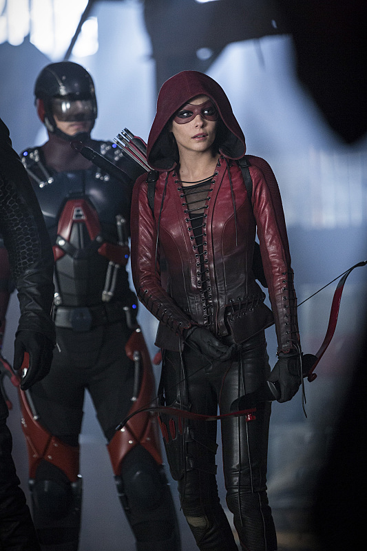 "The Flash -- ""Invasion!"" -- Image FLA308a_0494b.jpg -- Pictured (L-R): Brandon Routh as Ray Palmer/Atom and Willa Holland as Speedy -- Photo: Michael Courtney/The CW -- © 2016 The CW Network, LLC. All rights reserved."