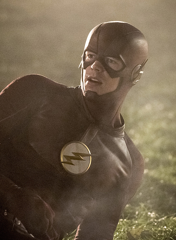 "The Flash -- ""Invasion!"" -- Image FLA308c_0149bc.jpg -- Pictured: Grant Gustin as The Flash -- Photo: Dean Buscher/The CW -- © 2016 The CW Network, LLC. All rights reserved."