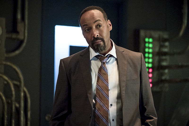 "The Flash -- ""The Present"" -- Image FLA309b_0096b.jpg -- Pictured: Jesse L. Martin as Detective Joe West -- Photo: Katie Yu/The CW -- © 2016 The CW Network, LLC. All rights reserved."
