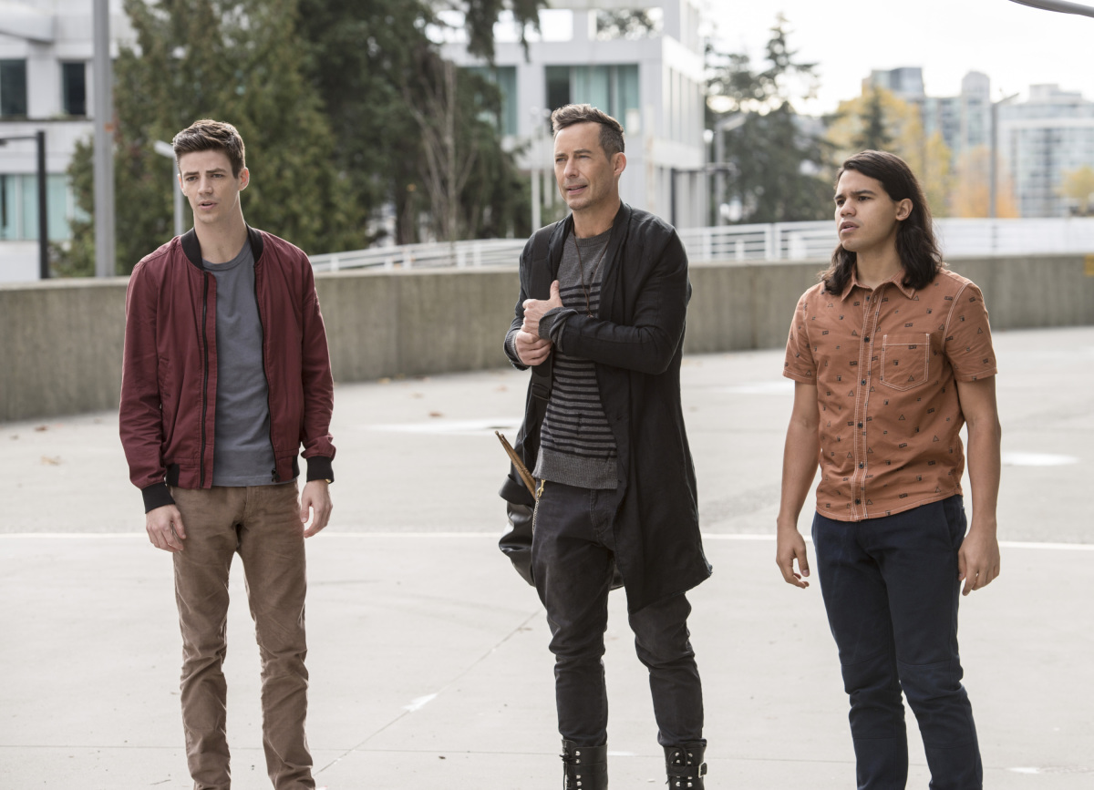"""The Flash -- """"Dead or Alive"""" -- Image FLA311a_0073b.jpg -- Pictured (L-R): Grant Gustin as Barry Allen, Tom Cavanagh as Harrison Wells and Carlos Valdes as Cisco Ramon -- Photo: Diyah Pera/The CW -- © 2017 The CW Network, LLC. All rights reserved."""