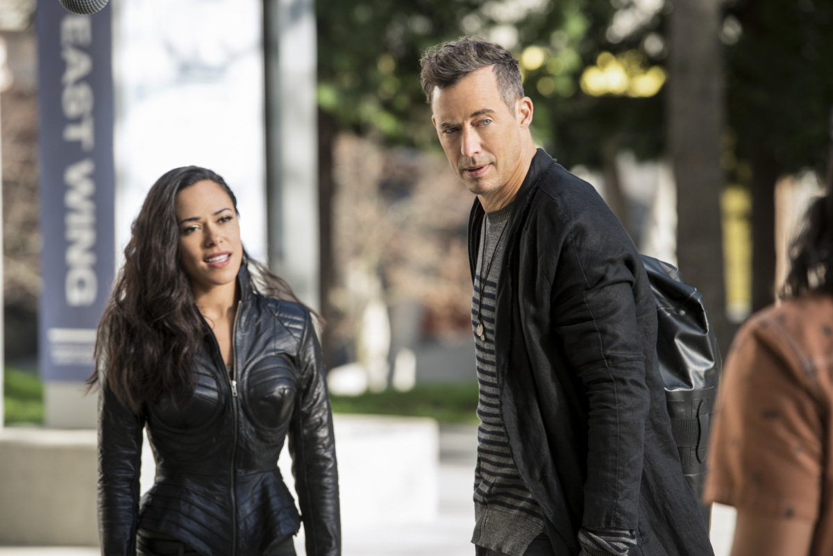 """The Flash -- """"Dead or Alive"""" -- Image FLA311a_0149b.jpg -- Pictured (L-R): Jessica Camacho as Gypsy and Tom Cavanagh as Harrison Wells -- Photo: Diyah Pera/The CW -- © 2017 The CW Network, LLC. All rights reserved."""