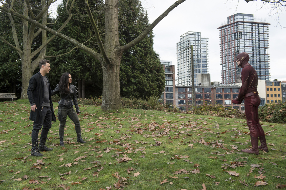 """The Flash -- """"Dead or Alive"""" -- Image FLA311a_0194b.jpg -- Pictured (L-R): Tom Cavanagh as Harrison Wells, Jessica Camacho as Gypsy and Grant Gustin as The Flash -- Photo: Diyah Pera/The CW -- © 2017 The CW Network, LLC. All rights reserved."""