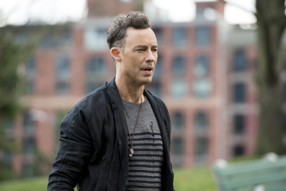 """The Flash -- """"Dead or Alive"""" -- Image FLA311a_0243b.jpg -- Pictured: Tom Cavanagh as Harrison Wells -- Photo: Diyah Pera/The CW -- © 2017 The CW Network, LLC. All rights reserved."""