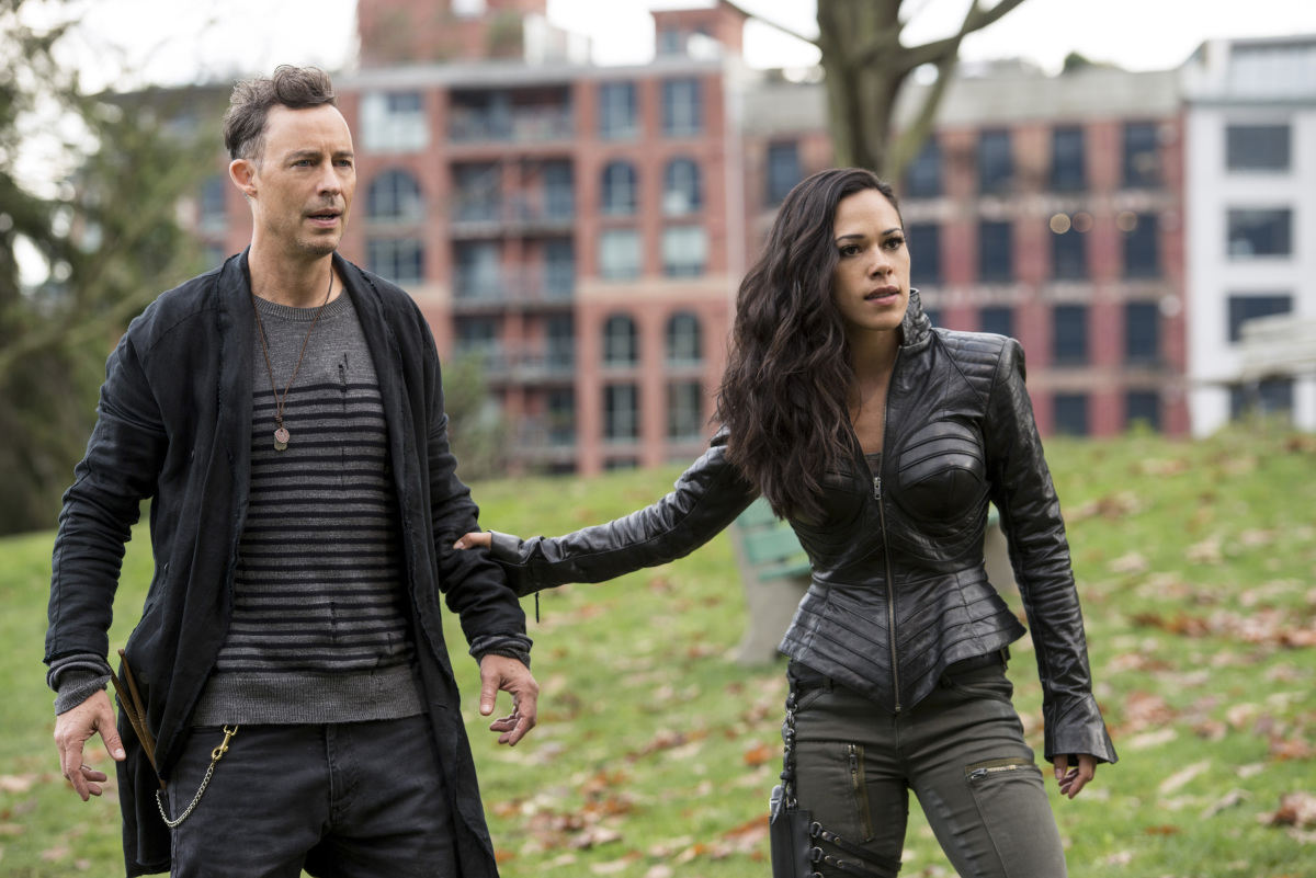 """The Flash -- """"Dead or Alive"""" -- Image FLA311a_0247b.jpg -- Pictured (L-R): Tom Cavanagh as Harrison Wells and Jessica Camacho as Gypsy -- Photo: Diyah Pera/The CW -- © 2017 The CW Network, LLC. All rights reserved."""
