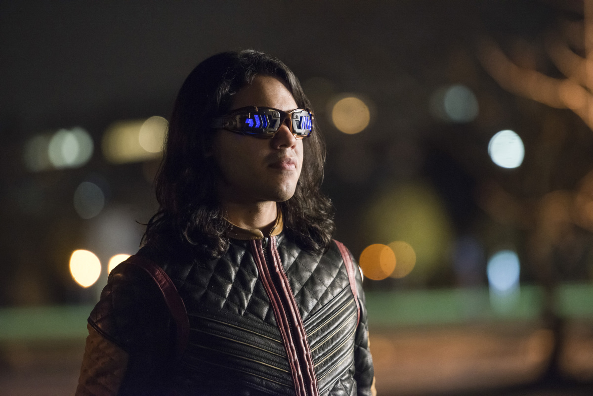 """The Flash -- """"Dead or Alive"""" -- Image FLA311a_0443b.jpg -- Pictured: Carlos Valdes as Cisco Ramon -- Photo: Diyah Pera/The CW -- © 2017 The CW Network, LLC. All rights reserved."""