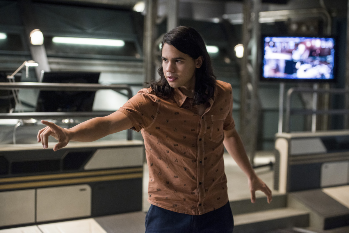 """The Flash -- """"Dead or Alive"""" -- Image FLA311b_0308b.jpg -- Pictured: Carlos Valdes as Cisco Ramon -- Photo: Diyah Pera/The CW -- © 2017 The CW Network, LLC. All rights reserved."""