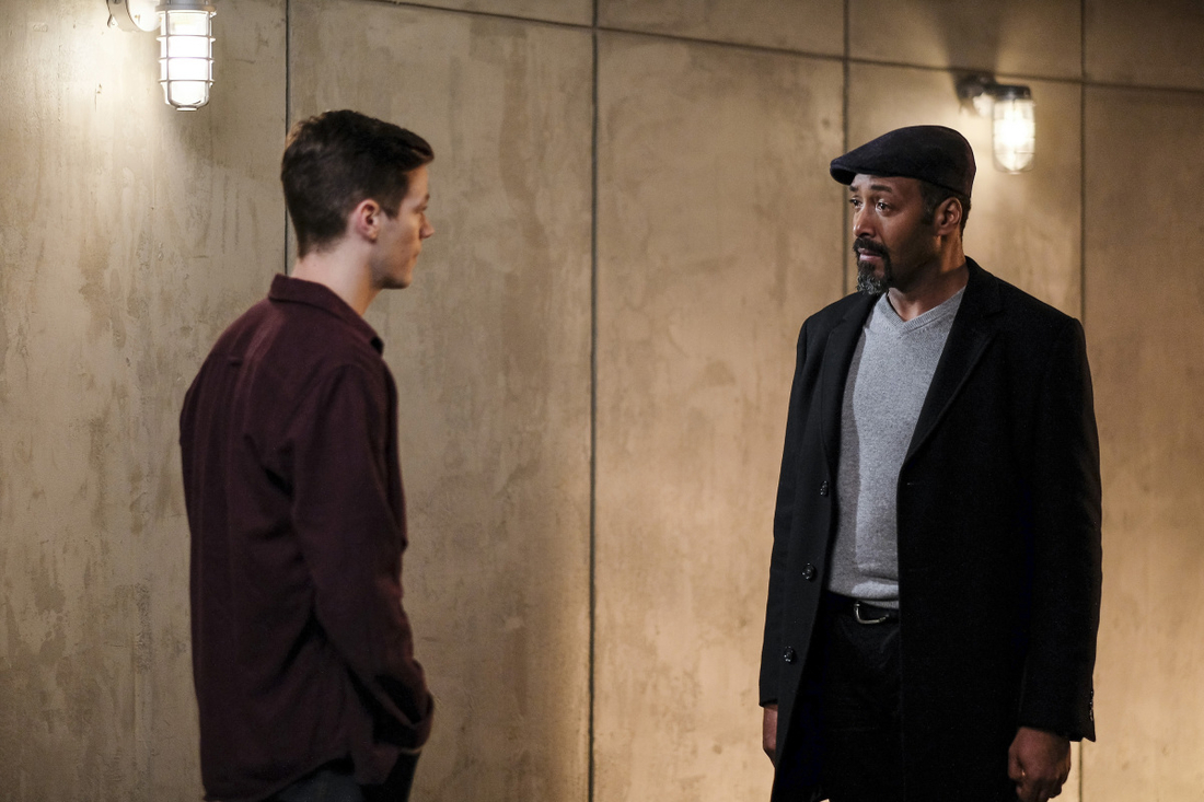 "The Flash -- "" Untouchable"" -- Image FLA312a_0006b.jpg -- Pictured (L-R): Grant Gustin as Barry Allen and Jesse L. Martin as Detective Joe West -- Photo: Robert Falconer/The CW -- © 2017 The CW Network, LLC. All rights reserved"