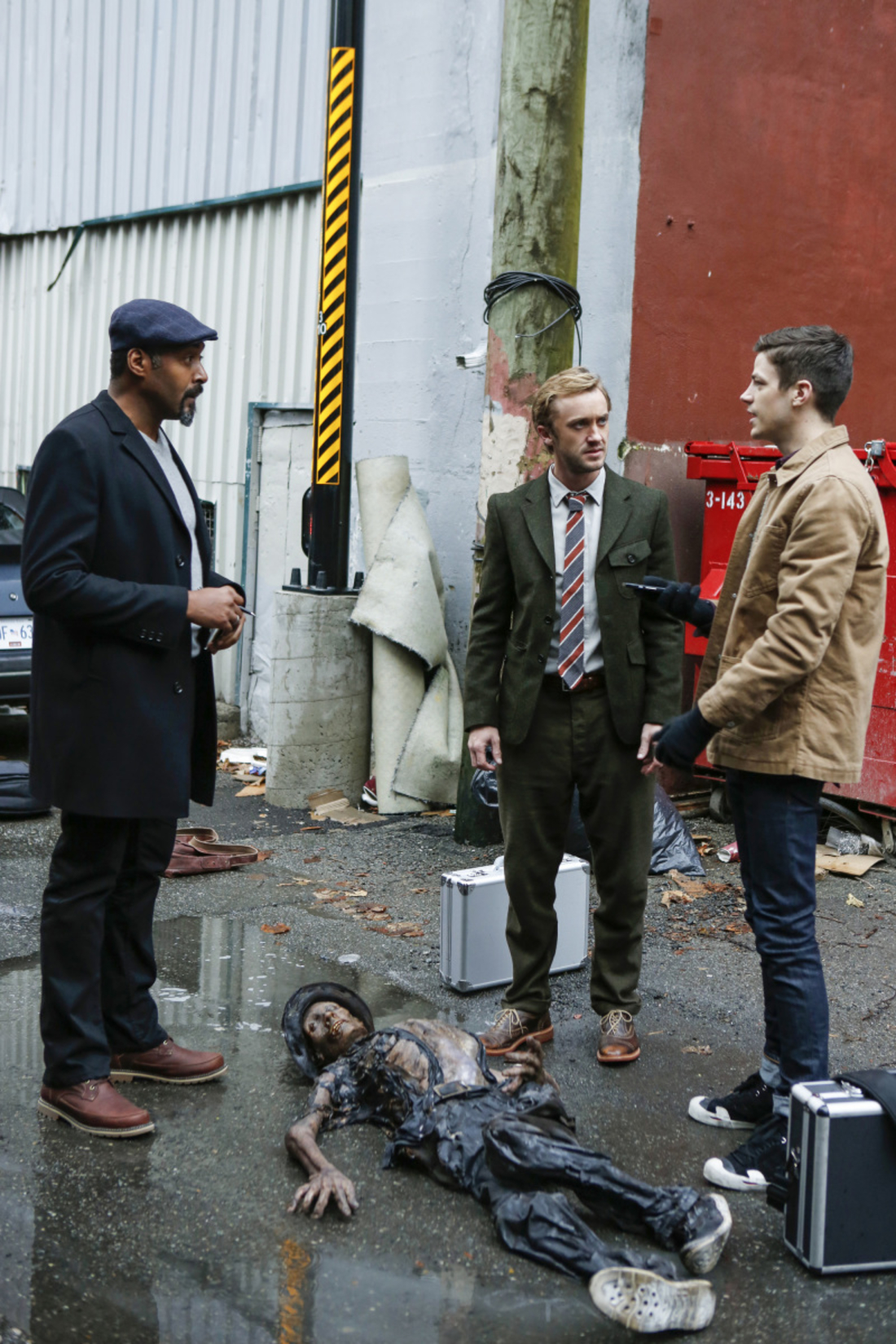 "The Flash -- "" Untouchable"" -- FLA312b_0173b.jpg -- Pictured (L-R): Jesse L. Martin as Detective Joe West, Tom Felton as Julian Albert and Grant Gustin as Barry Allen -- Photo: Bettina Strauss/The CW -- © 2017 The CW Network, LLC. All rights reserved."