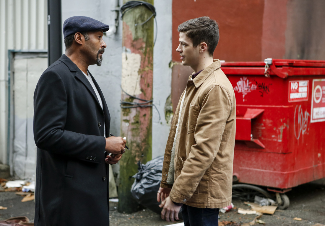 "The Flash -- "" Untouchable"" -- FLA312b_0209b.jpg -- Pictured (L-R): Jesse L. Martin as Detective Joe West, and Grant Gustin as Barry Allen -- Photo: Bettina Strauss/The CW -- © 2017 The CW Network, LLC. All rights reserved."