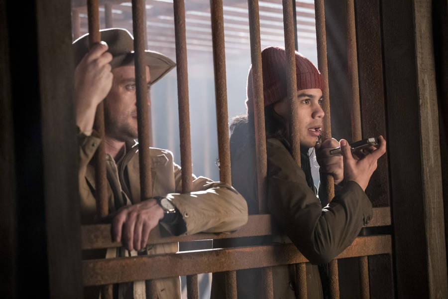 "The Flash -- ""Attack on Gorilla City"" -- FLA313e_0029b.jpg -- Pictured (L-R): Tom Felton as Julian Albert and Carlos Valdes as Cisco Ramon -- Photo: Jack Rowand/The CW -- © 2017 The CW Network, LLC. All rights reserved."