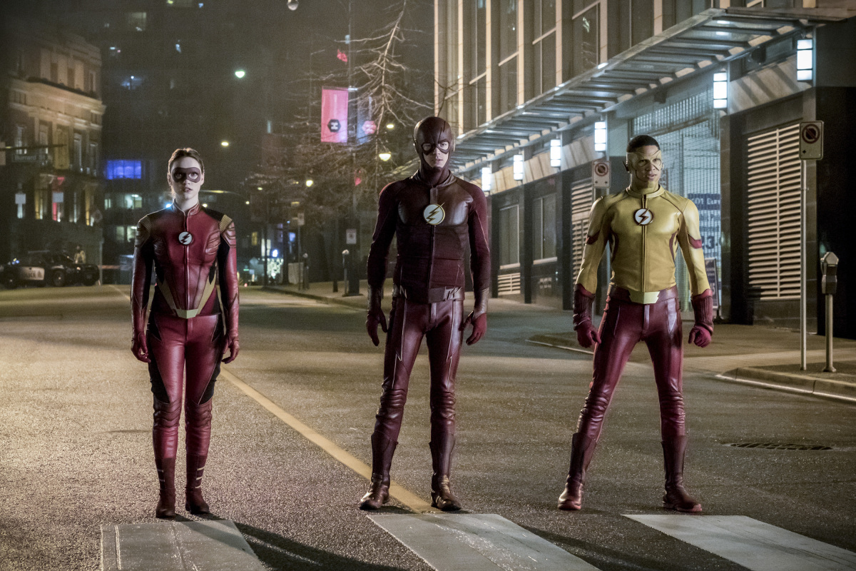 """The Flash -- """"Attack on Central City"""" -- FLA314a_0170b.jpg -- Pictured (L-R): Violett Beane as Jesse Quick, Grant Gustin as The Flash and Keiynan Lonsdale as Kid Flash -- Photo: Katie Yu/The CW -- © 2017 The CW Network, LLC. All rights reserved."""