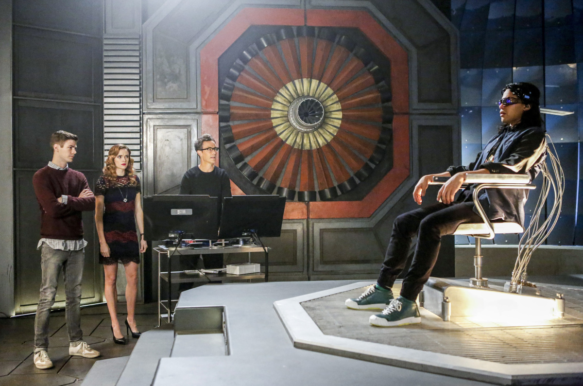 "The Flash -- ""Attack on Central City"" -- FLA314c_0174b.jpg -- Pictured (L-R): Grant Gustin as Barry Allen, Danielle Panabaker as Caitlin Snow, Tom Cavanagh as Harrison Wells and Carlos Valdes as Cisco Ramon -- Photo: Bettina Strauss/The CW -- © 2017 The CW Network, LLC. All rights reserved."