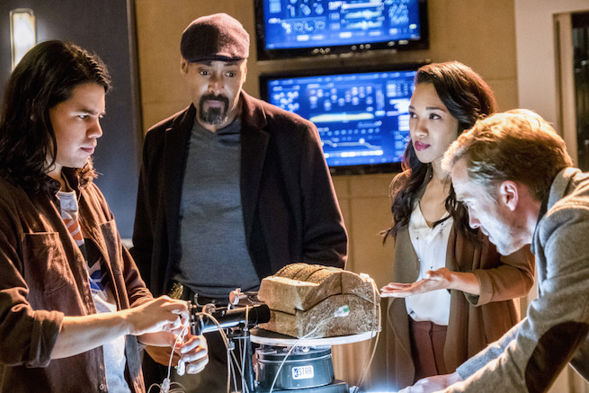 "The Flash -- ""The Wrath of Savitar"" --FLA315b_0121b.jpg -- Pictured (L-R): Carlos Valdes as Cisco Ramon, Jesse L. Martin as Detective Joe West, Candice Patton as Iris West and Tom Felton as Julian Albert -- Photo: Katie Yu/The CW -- © 2017 The CW Network, LLC. All rights reserved."