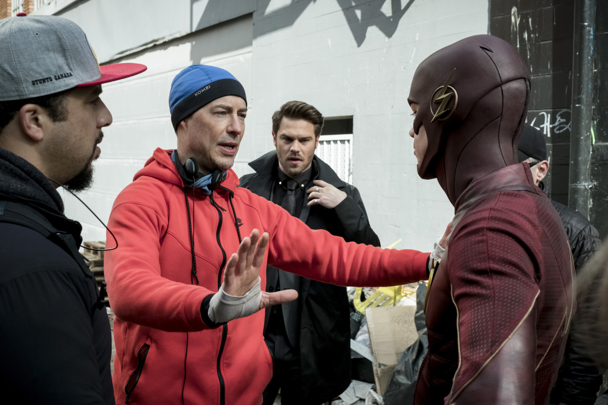 "The Flash -- ""The Once and Future Flash"" -- FLA319a_BTS_0159b.jpg -- Pictured (L-R): Behind the scenes with Tom Cavanagh and Grant Gustin as The Flash -- Photo: Katie Yu/The CW -- © 2017 The CW Network, LLC. All rights reserved."