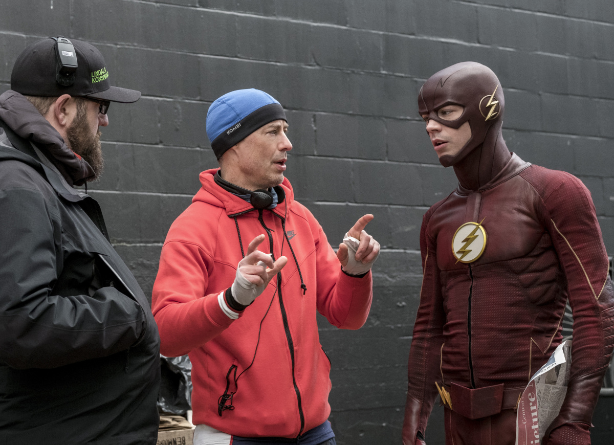 "The Flash -- ""The Once and Future Flash"" -- FLA319a_BTS_0227b.jpg -- Pictured (L-R): Behind the scenes with Tom Cavanagh and Grant Gustin -- Photo: Katie Yu/The CW -- © 2017 The CW Network, LLC. All rights reserved."