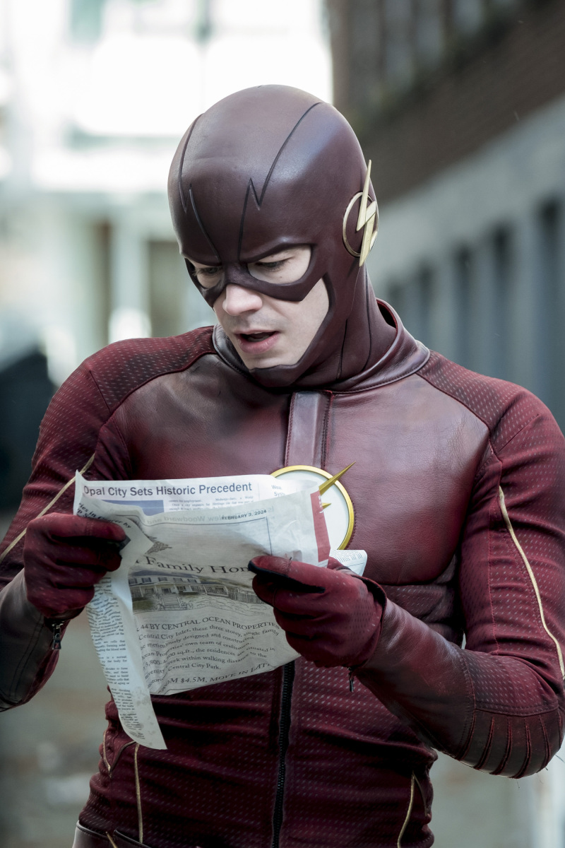 "The Flash -- ""The Once and Future Flash"" -- FLA319a_0020b.jpg -- Pictured: Grant Gustin as The Flash -- Photo: Katie Yu/The CW -- © 2017 The CW Network, LLC. All rights reserved."