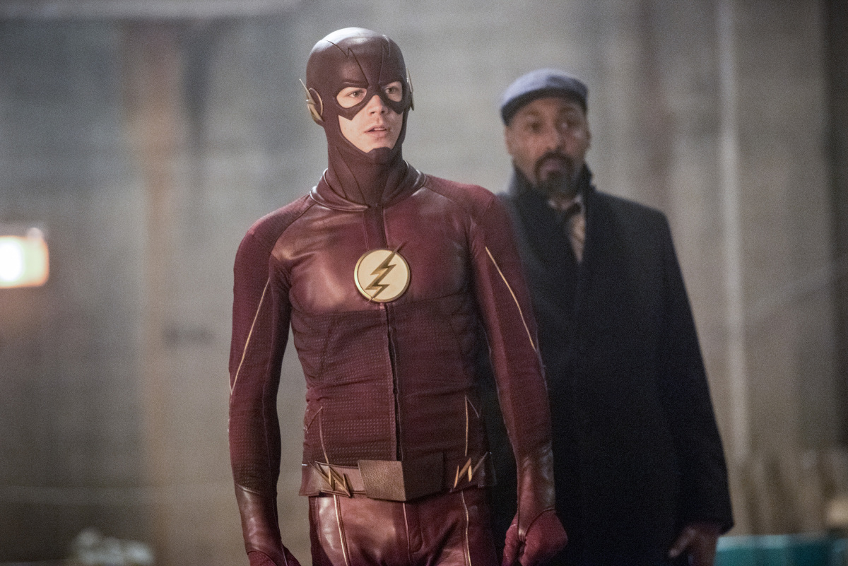 "The Flash -- ""I Know Who You Are"" -- FLA320b_0149b.jpg -- Pictured (L-R): Grant Gustin as The Flash and Jesse L. Martin as Detective Joe West -- Photo: Dean Buscher/The CW -- © 2017 The CW Network, LLC. All rights reserved."