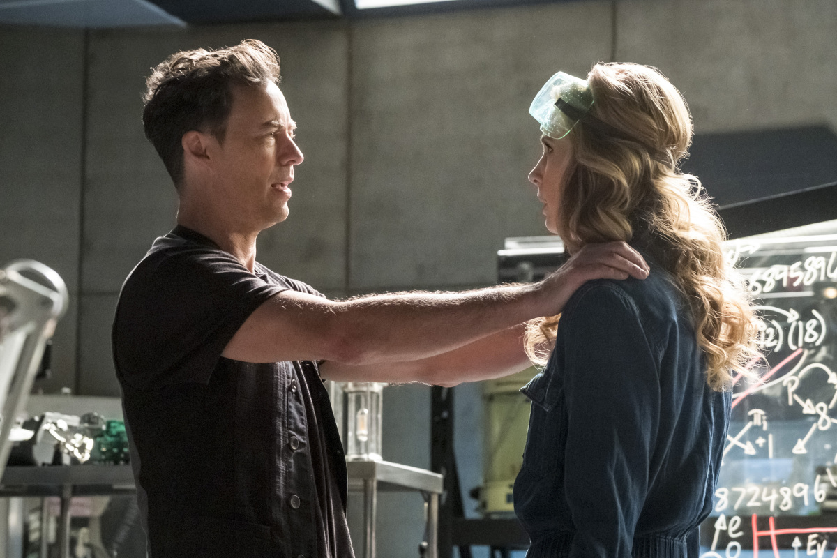 "The Flash -- ""Cause and Effect"" -- FLA321b_0015b.jpg -- Pictured (L-R): Tom Cavanagh as Harrison Wells and Anne Dudek as Tracy Brand -- Photo: Katie Yu/The CW -- © 2017 The CW Network, LLC. All rights reserved."