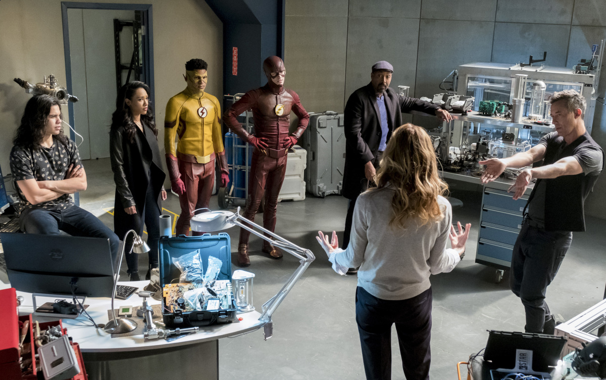 "The Flash -- ""Cause and Effect"" -- FLA321b_0126b.jpg -- Pictured (L-R): Carlos Valdes as Cisco Ramon, Candice Patton as Iris West, Keiynan Lonsdale as Kid Flash, Grant Gustin as The Flash, Jesse L. Martin as Detective Joe West, Anne Dudek as Tracy Brand and Tom Cavanagh as Harrison Wells -- Photo: Katie Yu/The CW -- © 2017 The CW Network, LLC. All rights reserved."