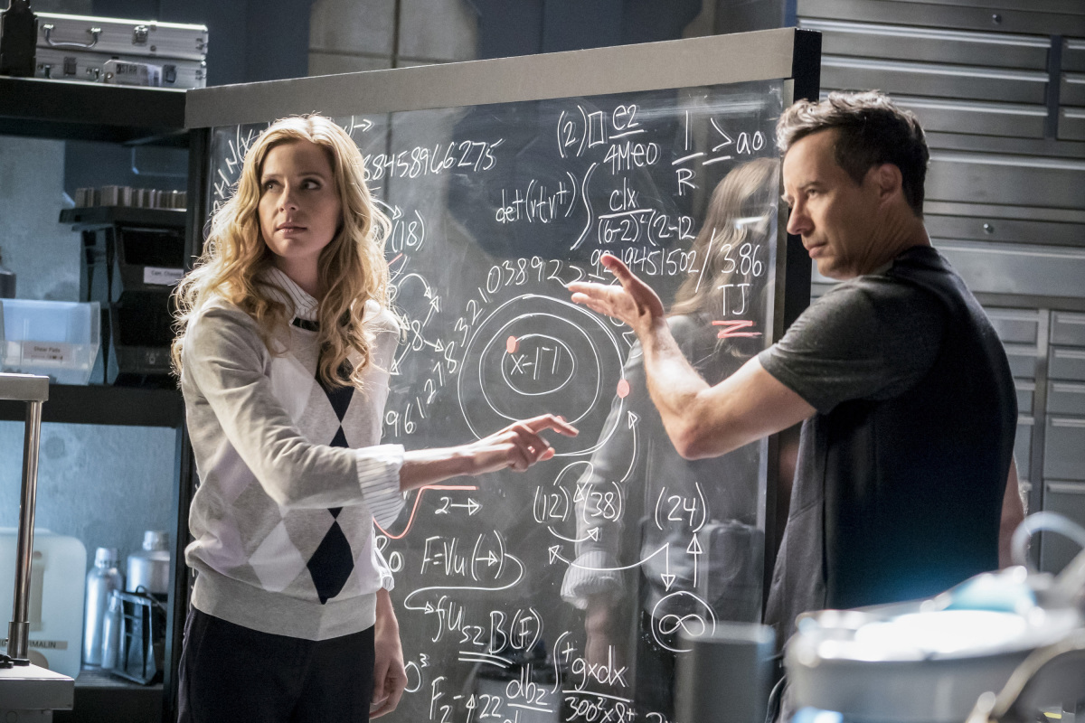 "The Flash -- ""Cause and Effect"" -- FLA321b_0233b.jpg -- Pictured (L-R): Anne Dudek as Tracy Brand and Tom Cavanagh as Harrison Wells -- Photo: Katie Yu/The CW -- © 2017 The CW Network, LLC. All rights reserved."