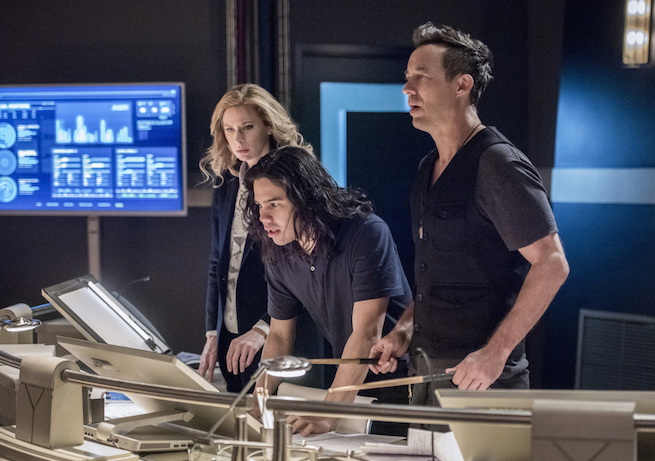 "The Flash -- ""Infantino Street"" -- FLA322a_0411b.jpg -- Pictured (L-R): Anne Dudek as Tracy Brand, Carlos Valdes as Cisco Ramon and Tom Cavanagh as Harrison Wells -- Photo: Dean Buscher/The CW -- © 2017 The CW Network, LLC. All rights reserved."