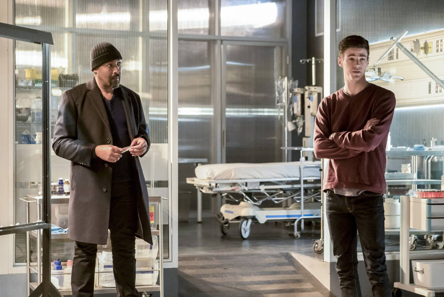 "The Flash -- ""Finish Line"" -- FLA323b_0155b.jpg -- Pictured (L-R): Jesse L. Martin as Detective Joe West and Grant Gustin as Barry Allen -- Photo: Katie Yu /The CW -- © 2017 The CW Network, LLC. All rights reserved."