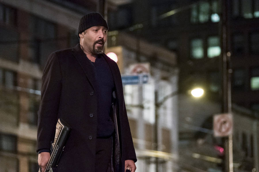 "The Flash -- ""Finish Line"" -- FLA323a_0193b.jpg -- Pictured: Jesse L. Martin as Detective Joe West -- Photo: Katie Yu /The CW -- © 2017 The CW Network, LLC. All rights reserved."