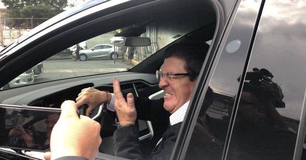 Herrera tuvo percance fuera de Coapa