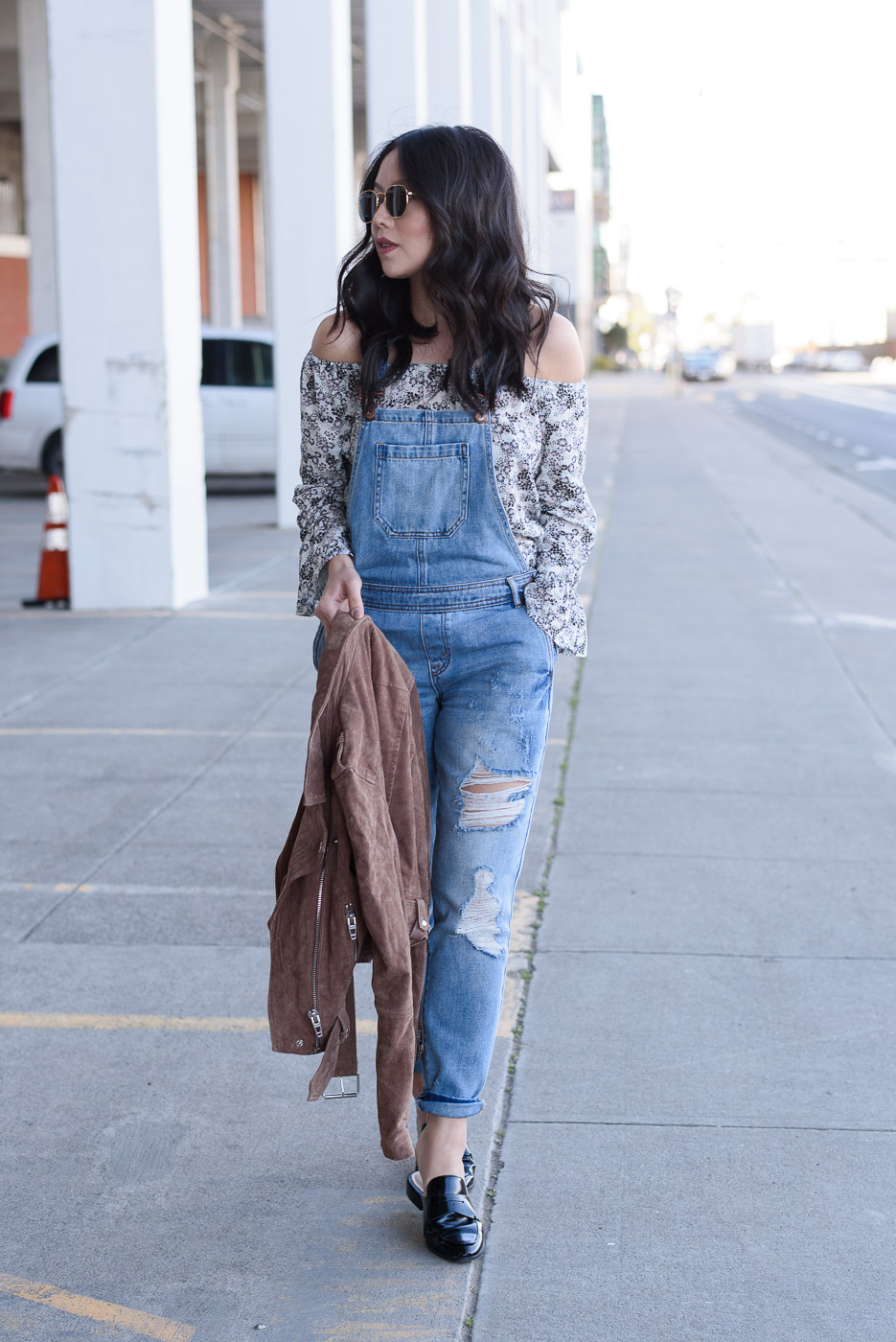 how-to-wear-overalls-outfit-ideas-if-youre-petite-5