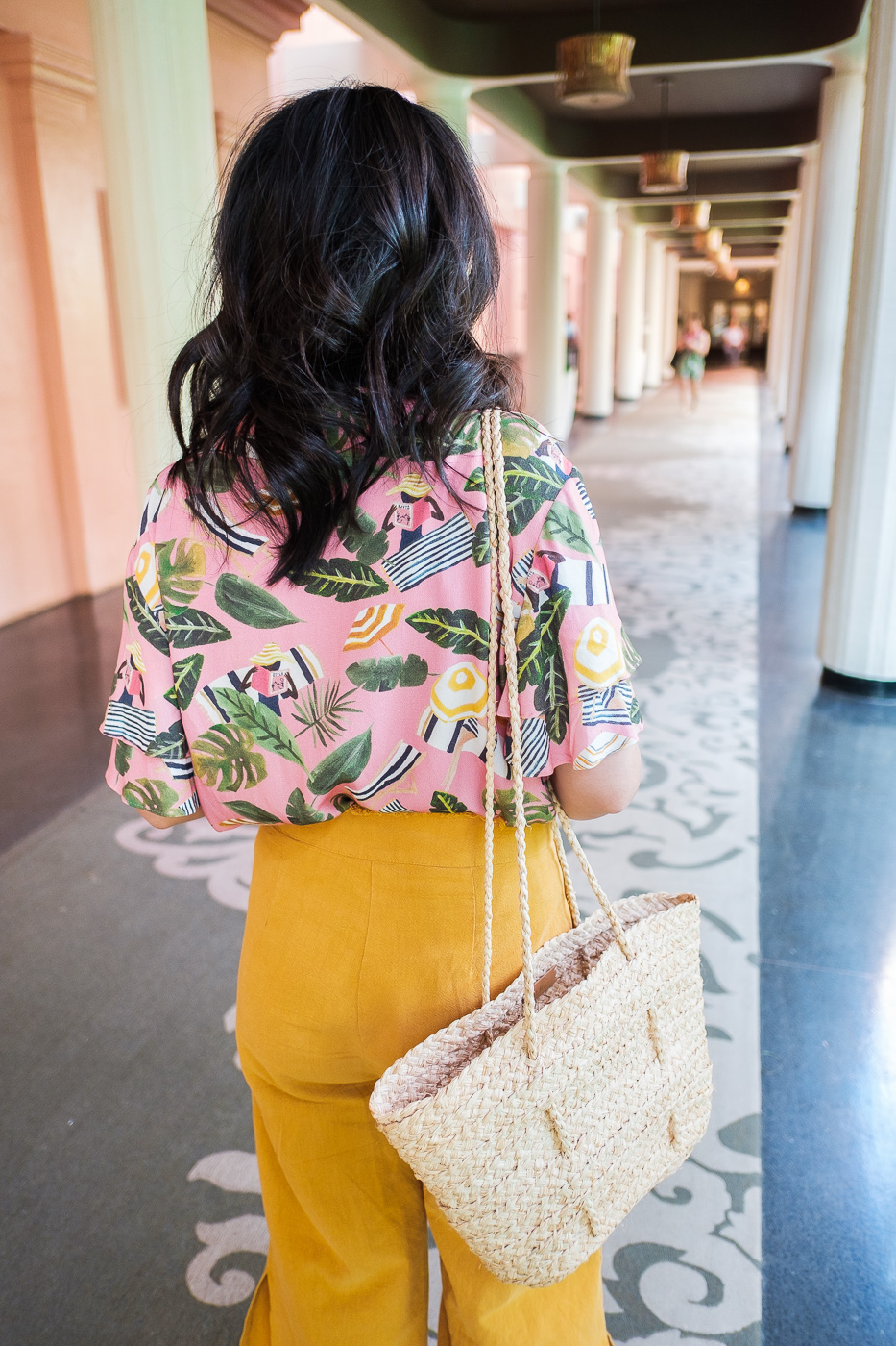 what-to-wear-to-oahu-royal-hawaiian-hotel-1