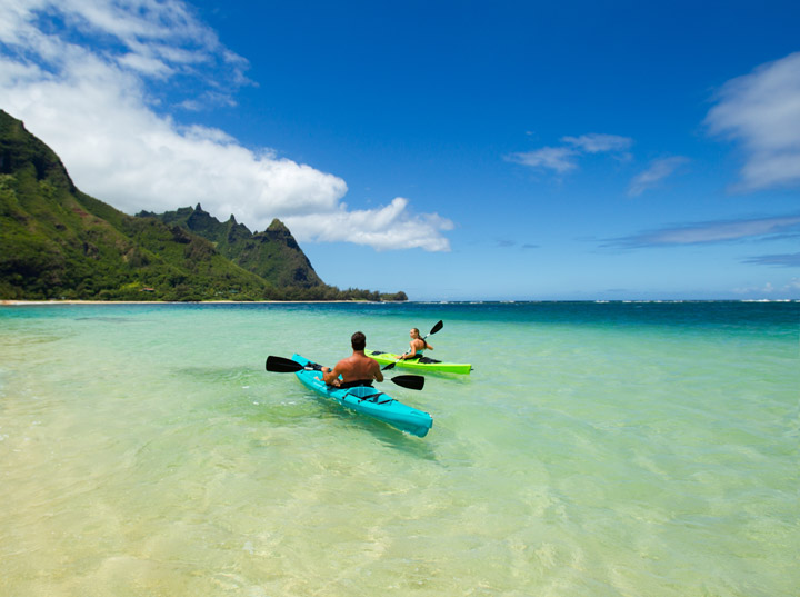 Couple kayaking at Makua beach | Hawaii Tourism Authority (HTA) / Dana Edmunds