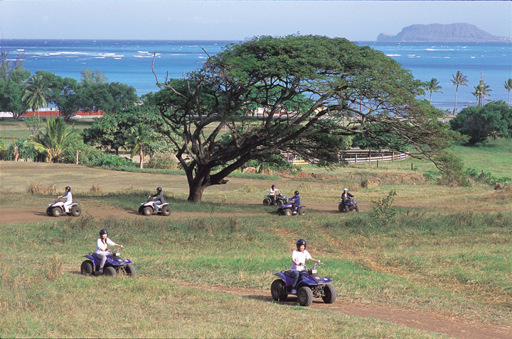 Kualoa Ranch/Even beginners can enjoy the activities at the Kualoa Ranch. Hawaii Tourism Japan (HTJ) photo