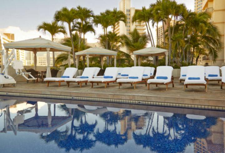 Luana_Waikiki_Aqua_Boutique_Pool_Close-800x600